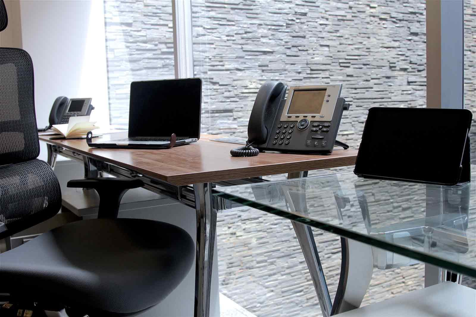 Modernas sala de juntas y oficinas privadas para generar impacto en sus negocios
