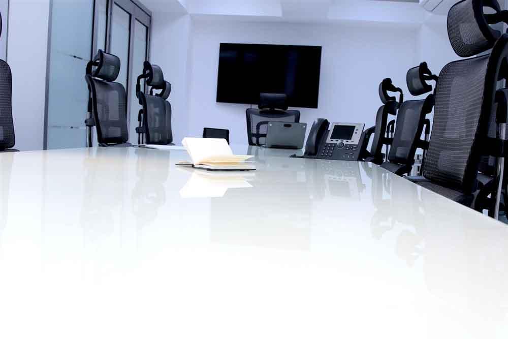 Sala de juntas hasta 20 personas con servicios